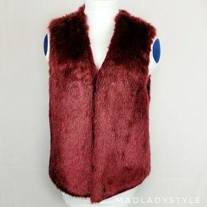 《Forever 21》 Red Faux Fur Vest
